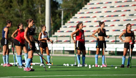 En Rosario, Las Leonas entrenan de cara al debut