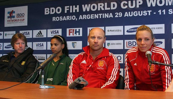 Conferencia de prensa, Inglaterra 2-1 Sudáfrica