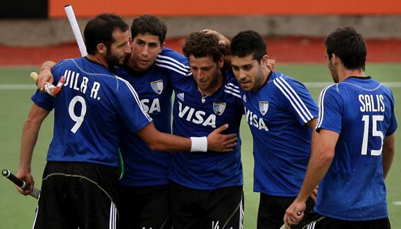 Argentina ganó y encabeza el Grupo B