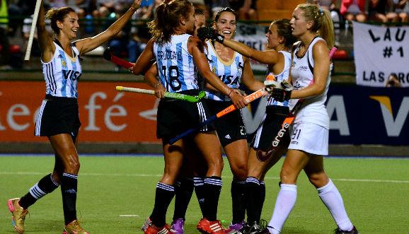 En Londres, Las Leonas debutaron con una victoria